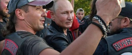 Владимир Путин принял участие в байкерском фестивале в Крыму
