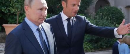 Макрон и Путин обсуждают конфликт в Украине