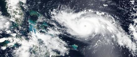Ураган Дориан обрушился на Багамский острова и уже подходит к Флориде