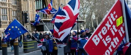 Brexit без сделок увеличит долг Великобритании до 50-летнего максимума