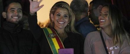 Лидер боливийской оппозиции Жанин Аньес претендует на пост президента