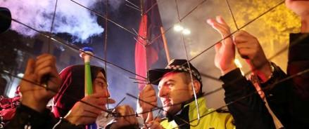 Полиция Грузии использует водометы на протестующих в Тбилиси