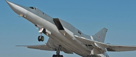 Бомбардировщик Ту-22М3 с отказавшим двигателем удалось посадить опытным летчикам