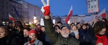 Польша: тысячи людей вышли на митинги в поддержку судей