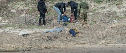 Турецкая полиция пытается остановить Грецию, оттесняя мигрантов