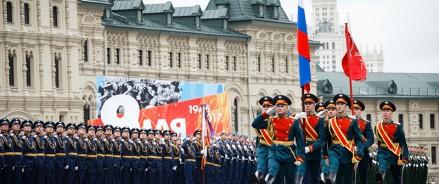 Владимир Путин откладывает парад победы России во Второй мировой войне