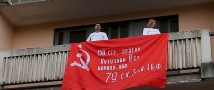 Поющий дом. Москвичи поздравили ветеранов, исполнив «Катюшу» со своих балконов