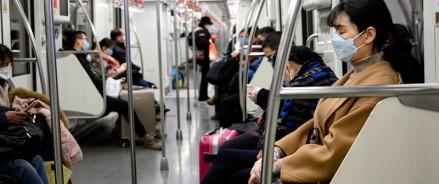 Ношение масок и перчаток  — обязательный режим в столичном транспорте