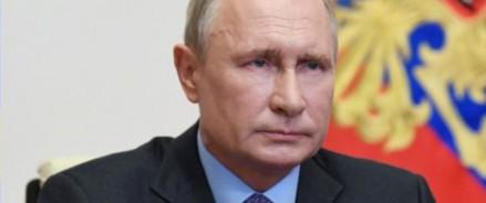 Владимир Путин объявляет об ослаблении периода нерабочих дней