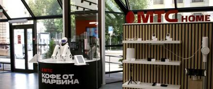 МТС открыла первый шоурум в Москве с цифровыми витринами и роботизированной кофейней