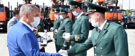 РустамМиннихановвручил татарстанским лесникам ключи от новой спецтехники