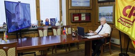Сергей Миронов провел видеоконференцию с политологом Кириллом Коктышем