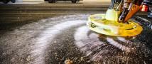 В Новосибирске уже закупают противогололедный реагент для зимних дорог