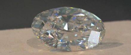 Безупречный бриллиант в 102 карата — выгодная сделка за 16 миллионов долларов