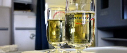 В бизнес-классе «Аэрофлота» будут поить шампанским за 3,9 тысяч рублей