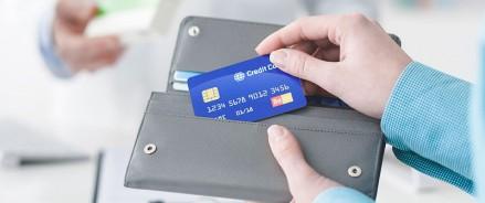Выдачи кредитных карт резко сократились в октябре