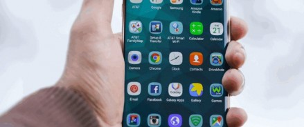 Москвичи в новогодние каникулы много разговаривали по телефону, смотрели YouTube, общались в WhatsApp и ВКонтакте и дарили друг другу смартфоны