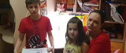 Московские участники акции #МыВместе подарили ноутбук многодетной семье