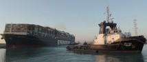 Суэцкий канал: контейнеровоз смещен с береговой линии