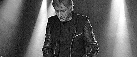 Концерт Юрия Каспаряна из группы «Кино» на вернисаже выставки «В поисках ключей»                         