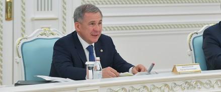 Рустам Минниханов вакцинировался от коронавируса