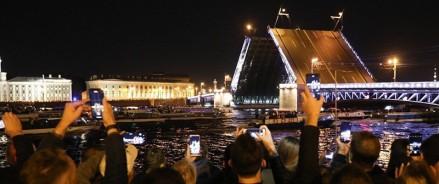 Юрий Гагарин появится на Дворцовом мосту под «Укрощение огня»!