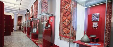 «Вплетая нить судьбы в ковер…» В Петербурге продлили выставку азербайджанского декоративного искусства