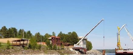 Строители зашли в воду: строители Высокогорского моста приступили к бурению дна Енисея