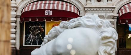 На Красной площади впервые открылась масштабная выставка паблик-арта на фестивале ГУМ-Red-Line