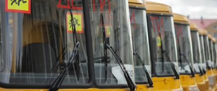 Более 100 новых автобусов получат школы Архангельской области