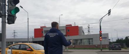 Народный фронт добился установки светофора возле метро «Улица Дмитриевского»