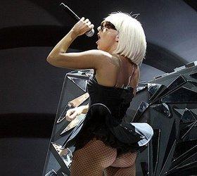 Леди Гага присвоила деньги, собранные для помощи Японии