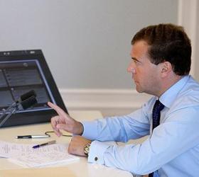 Медведев дал указание продолжить снабжение Белоруссии электричеством