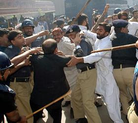 Непереносимость власти в Пакистане