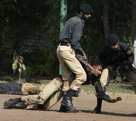 В Пакистане полиция жестоко расправилась с россиянами