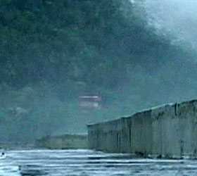 """Тропический шторм """"Айрин"""" добрался уже до Нью-Йорка. Уже есть жертвы стихии"""