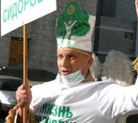 Дерево и безумцев тоже берут в Народный Фронт