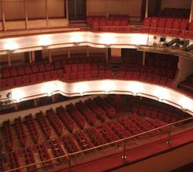 Первая премьера в Маяковском театре отложена