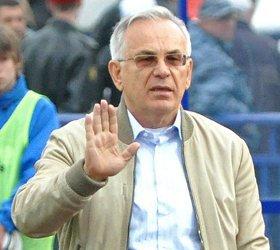 С поста тренера Анжи уволен Гаджи Гаджиев