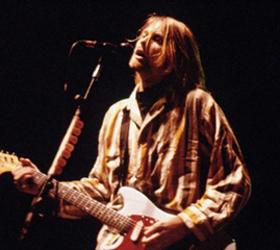 Известная компания по производству музыкальных инструментов будет производить копии гитар Курта Кобейна в большом количестве.