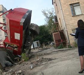 В Киеве упал грузоподъёмный кран