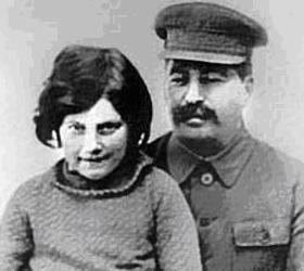 На 86-м году жизни скончалась дочь Сталина, Светлана Аллилуева.