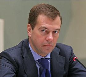 Дмитрий Медведев поручил разобраться с родителями усыновленных детей