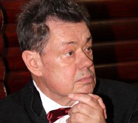 Николай Караченцов с сильными головными болями был срочно доставлен в больницу.