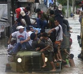 На Филиппины обрушился мощный тропический шторм. Есть жертвы.