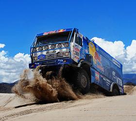 В 11-ом этапе гонки Дакар-2012 победила Камаз-Мастер.