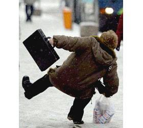 Зимние правила безопасности: как не упасть и не очнуться в гипсе