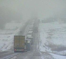 Из-за двух фур возле Волгограда заблокированы сотни грузовиков