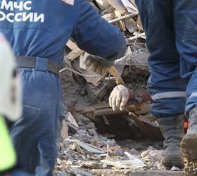 Спасатели извлекли из-под завалов тело, предполагаемого виновника взрыва газа в Астрахани