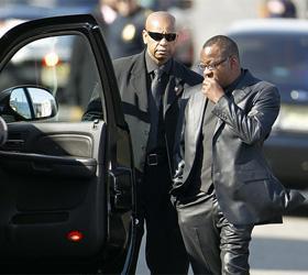 На похоронах Уитни Хьюстон не обошлось без скандала